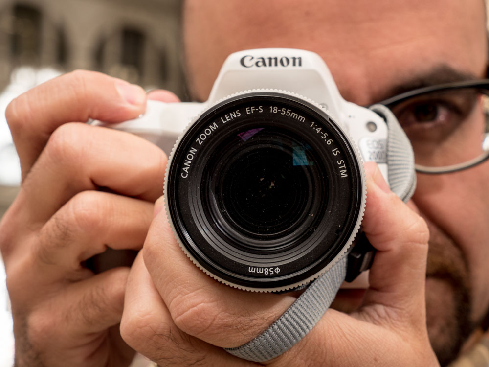 Canon EOS 200D