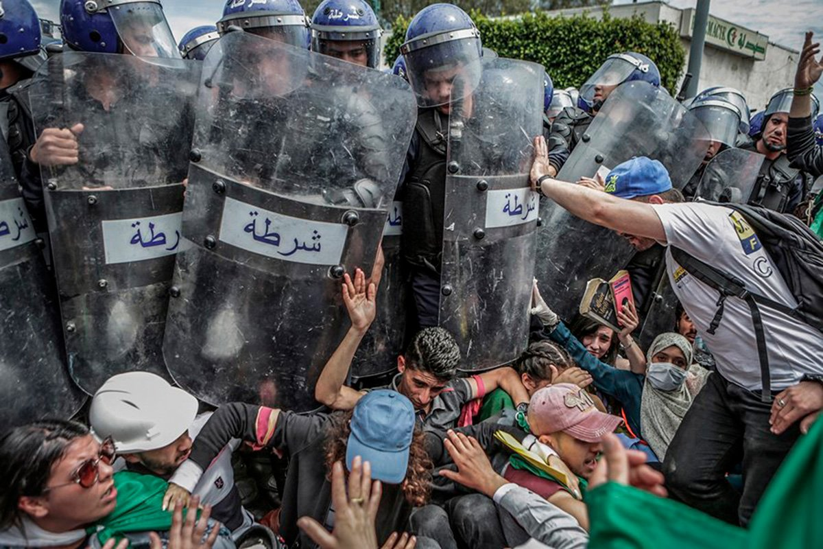 Farouk Batiche – Argelia – Canon EOS-1DX – Clash with the Police During an Anti-Government Demonstration