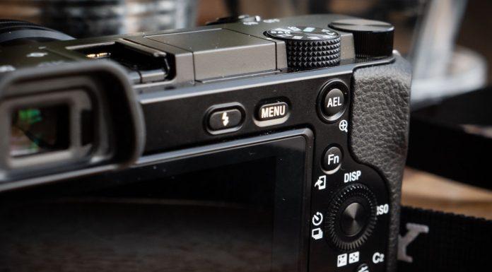 Sony A6100-6