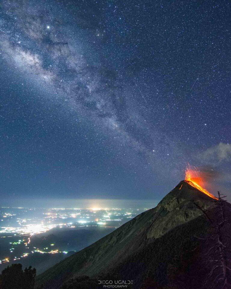 Best-Milky-Way-shots-Volcán-de-Fuego-768×960