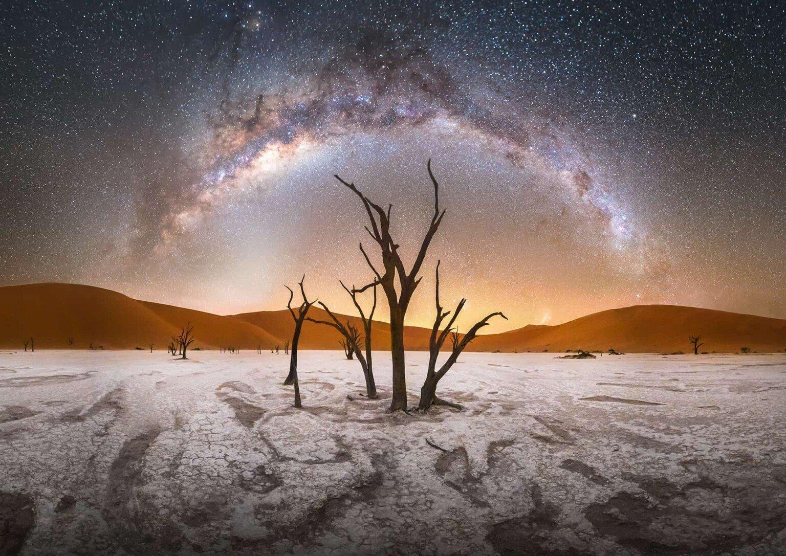 Milky-Way-at-Deadvlei-Namibia-1536×1087