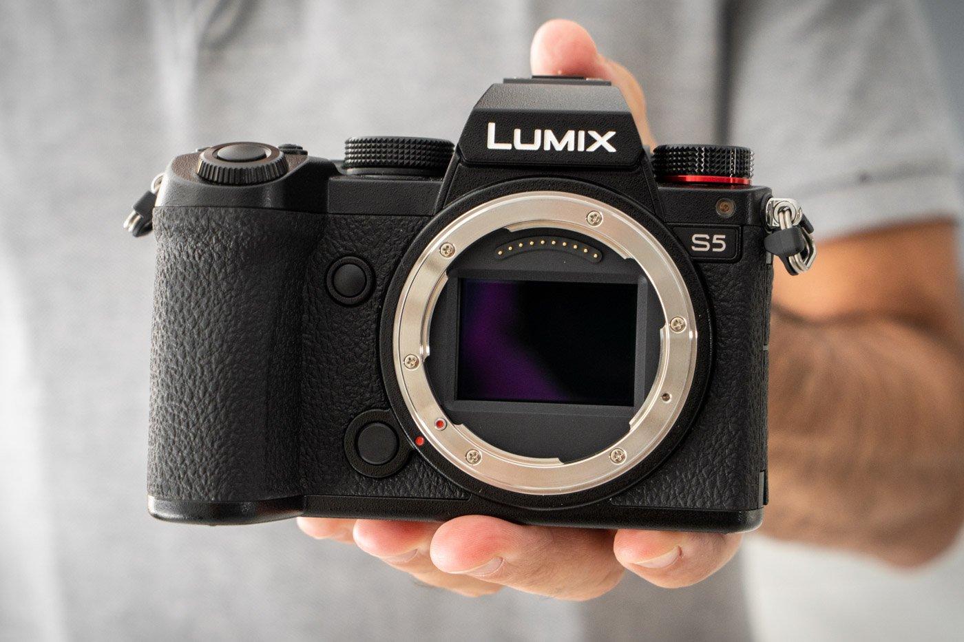 Panasonic_Lumix_S5-15