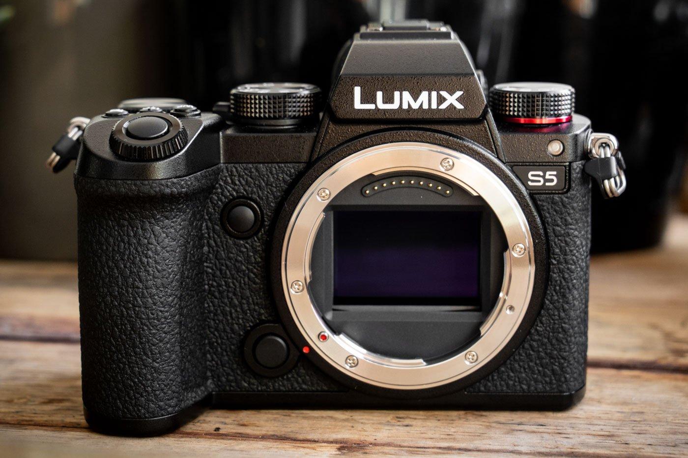 Panasonic_Lumix_S5-5