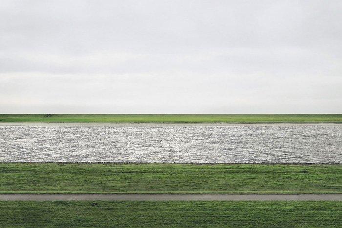 Rhein II © Andreas Gursky