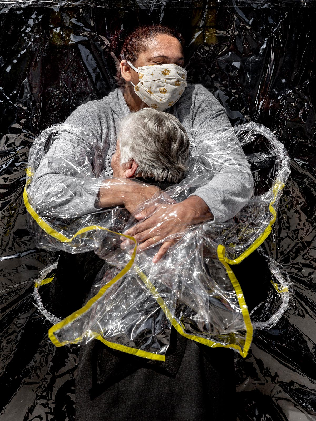 003_World-Press-Photo-of-the-Year-Nominee_Mads-Nissen_Politiken_Mads-Nissen_Politiken_Panos-Pictures