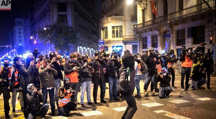 Foto-disturbios-BCN-Morenatti-AP-portada